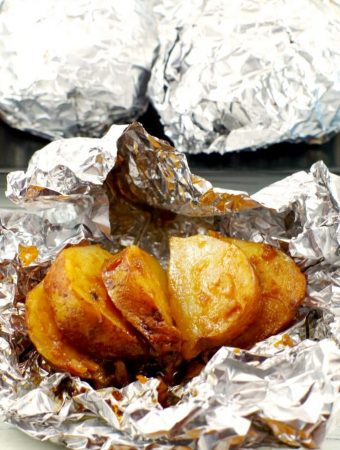 3 INGREDIENT ONION BAKED POTATOES IN FOIL - Weekend Potluck 359