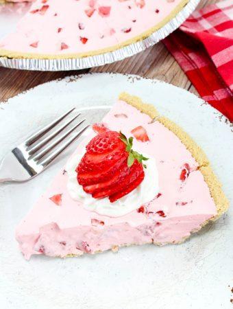 Weekend Potluck 380 - No-Bake Strawberry Jello Pie